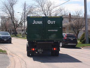Choosing Between Bin Rental and Junk Removal